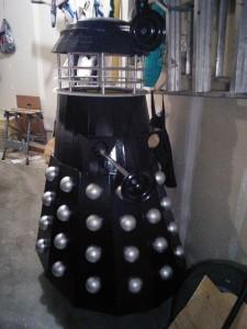 Dalek_missing_one_arm